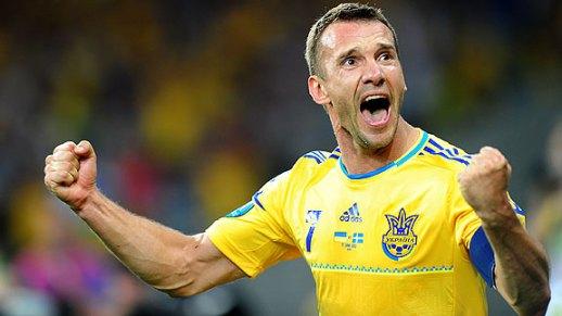 Shevchenko celebrando su primer gol ante Suecia