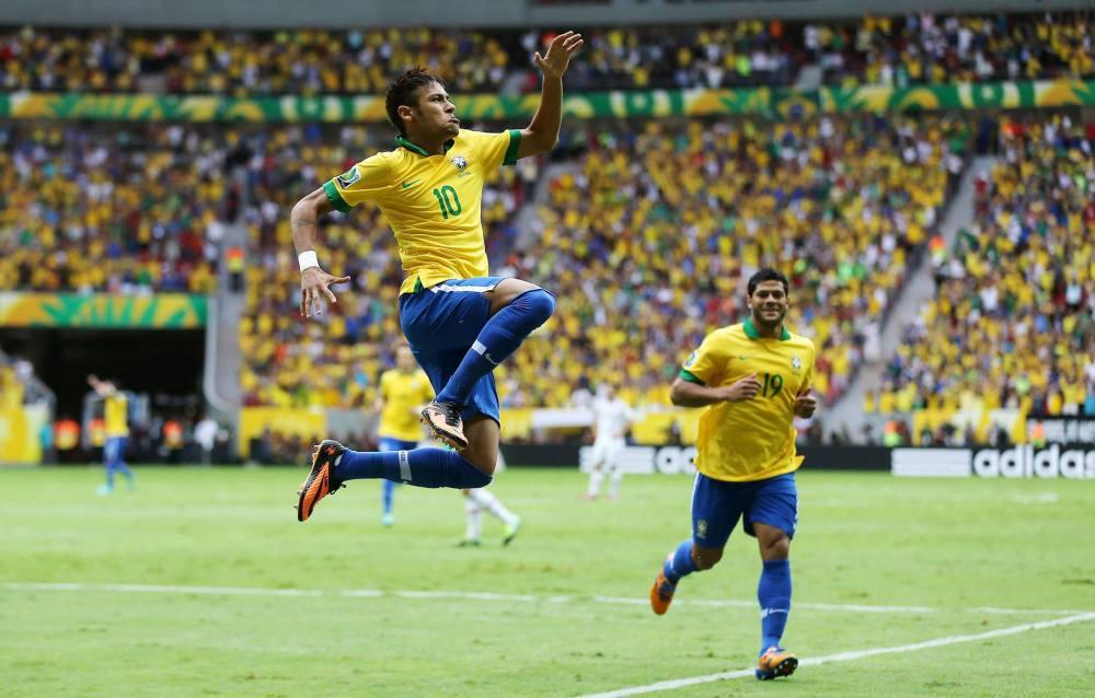 Neymar Jr celebrando su primer gol contra Japón