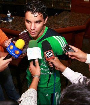 Omar Bravo es baja del Tri para la Copa Oro